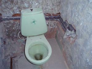 8.3.2010 WC, připravená voda a podomítková páková baterie k bidetu