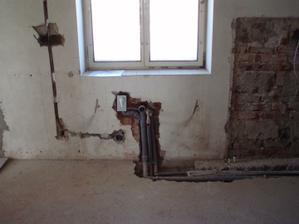 8.3.2010 kuchyň, místo pro dřez a myčku