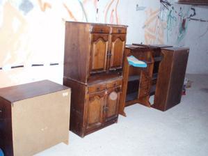 13.3.2010 náš starý nábytek z kuchyně, chtěla bych to přetřít na vanilku a sestavit z toho dětský pokojíček,ale zatím to není aktuální :-(