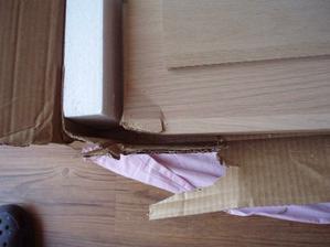 22.8.2010 klasika, zase problém po otevření jedné z krabic, muselo jim to spadnout, ale šikovně, krabice není poškozená, ještě ten den jsme po telefonu řešili reklamaci :-(. Měli jsme to totiž s dovozem i donáškou do bytu. Tak snad to dobře dopadne,