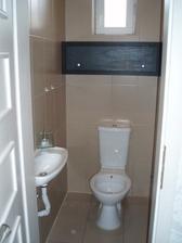 WC kombinované s bidetem.