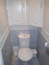 Nemám ráda záchod v koupelně, takže ho máme zvlášť.
