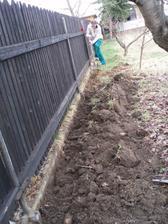 28.3.2010 manžel kope výkop pro elektřinu, bývalí nájemníci kabel vykopali a odnesli do sběru