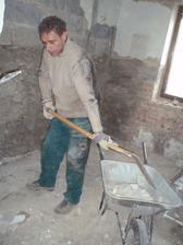 27.3.2010 bohužel v koupelně jsou tak křivé zdi, že se dodatečně museli odbouchat až na cihly