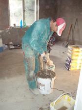 4.4.2010 sádroš je hotový a jde se natahovat lepidlo a perlinka.