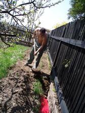 25.4.2010 sis to vykopal, tak si to zase zakopej....než nám ten kabel zase ukradnou.