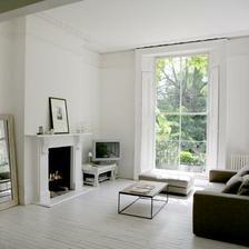 To okno je v niečom úžasne. Predstavte si, ze je v normalnej veľkosti a že izba je akoby zmenšená. Môže to pôsobiť priestorovo útulne.