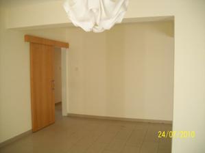 vchod do chodbicky, pri tej stene chcem dat dajako pocitac, ale nechcem,aby to prilis vycnievalo....
