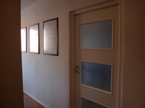 V chodbě jsou připraveny rámy na obrazy, které ještě nevím jaké budou :)