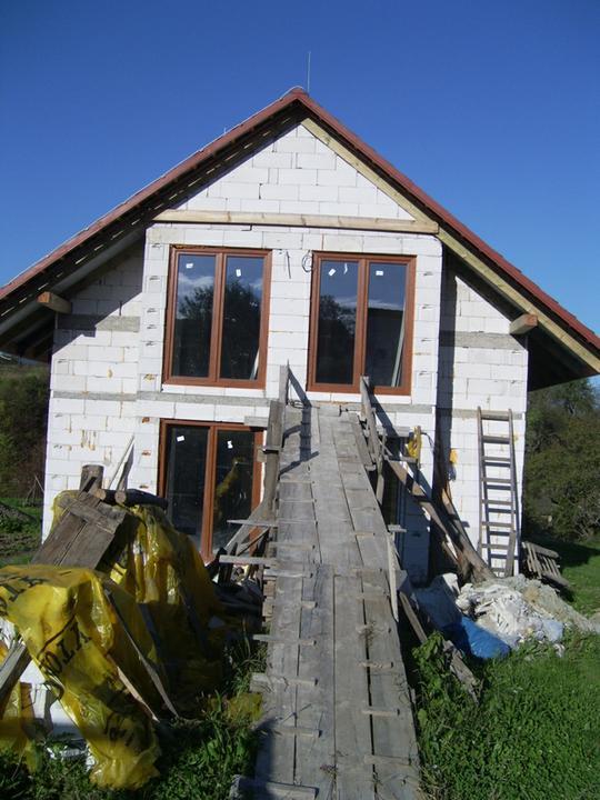 Nas domcek :) - tu mal byt balkon ,ale dame drevenu terasku aj hore aj dole.