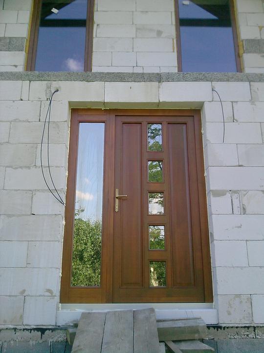 Nas domcek :) - drevene dvere