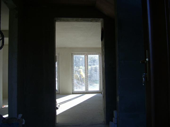 Nas domcek :) - pohlad z chodby do obyvacky