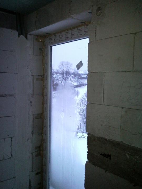 Nas domcek :) - dvere na balkon z kupelne
