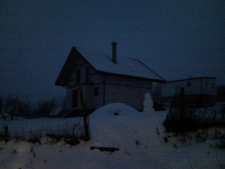 Nas domcek :) - snehuliak 2011