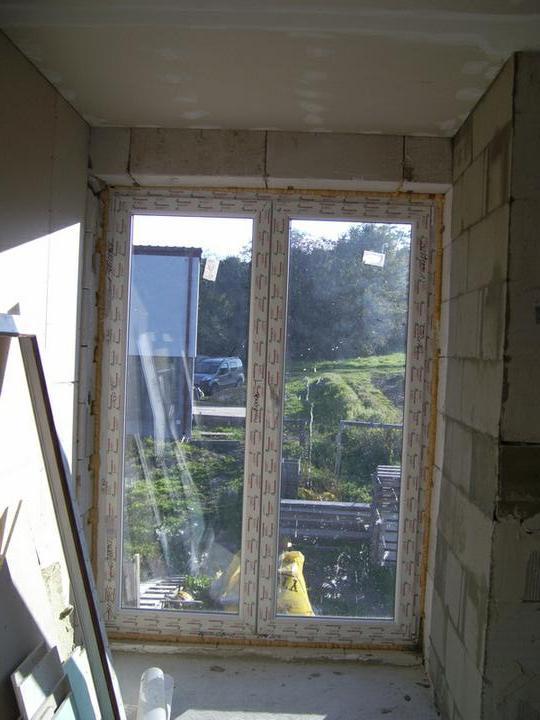 Nas domcek :) - a velke okno v spalni