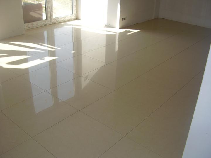 Nas domcek :) - podlaha..... pohlad do obyvacej