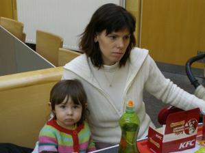 8.2.2009 Sraz v Praze, dokud jsem ještě 2v1 ... tady je Monča s Aničkou