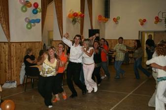 Všichni se dobře bavili a tančili