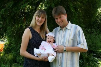 . . . a to je naše rodinka přesně rok po svatbě =o)))