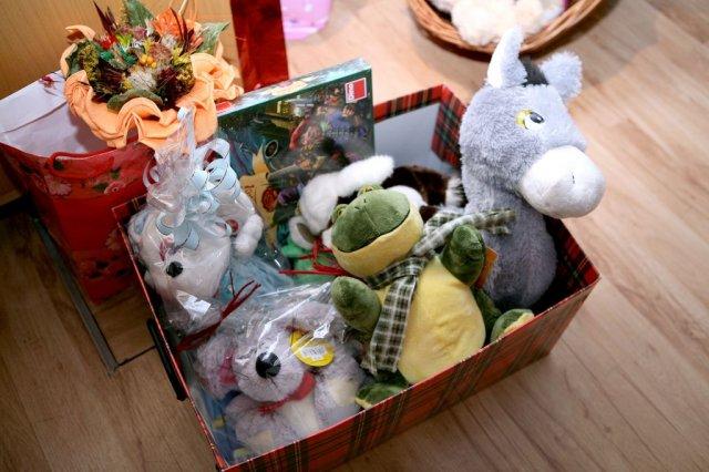Janka{{_AND_}}Peťko - hračky, ktoré sme si vyžiadali namiesto kvetín sme darovali detskému domovu a detskému nemocničnému oddeleniu