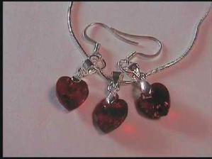Koupené naušničky a náhrdelník