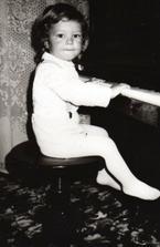a tady muj budouci manzel se svoji druhou nej laskou - pianem, jeste netusi co ho ceka