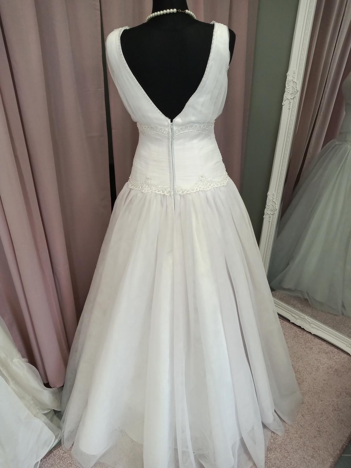 Biele tylové šaty - Obrázok č. 1