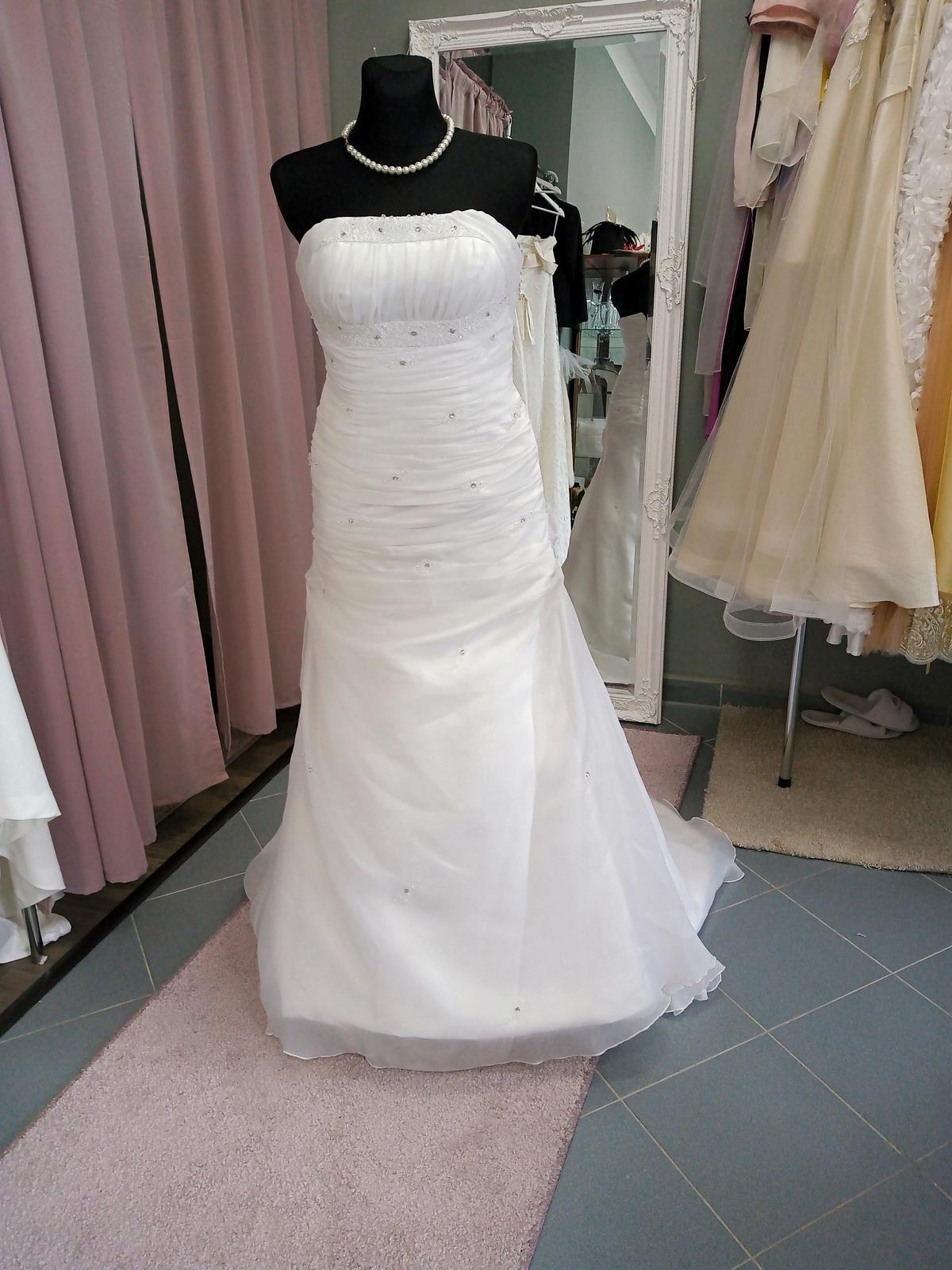 Biele svadobné šaty - Obrázok č. 1