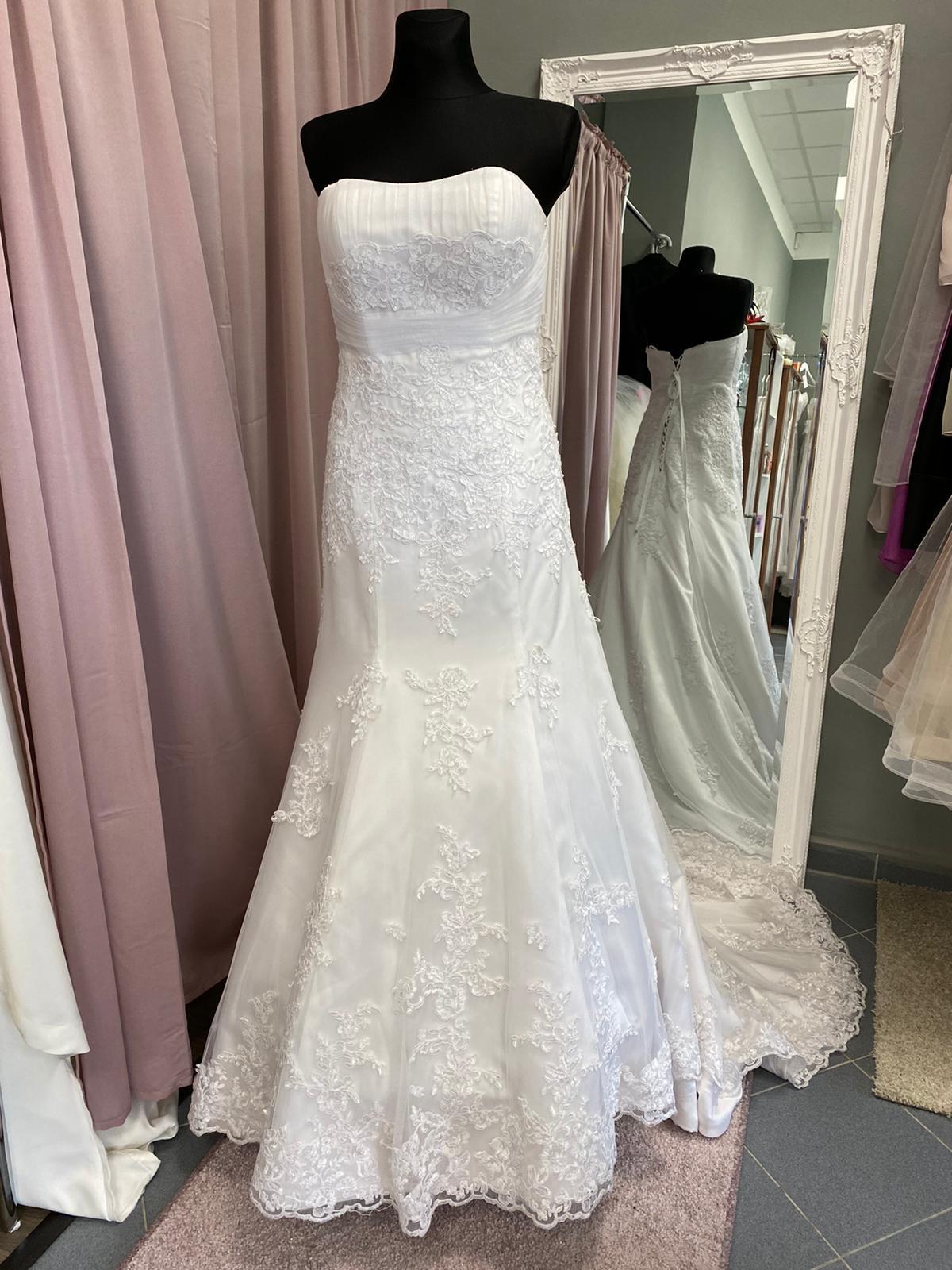 Biele krajkové šaty - Obrázok č. 1