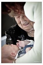 nádherná fotka... nejstarší a nejmladší z rodiny ženicha :-D 2. nejmladší host