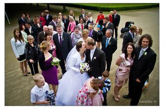 nějak se to na té fotce nespárovalo... prý páry si dají pusu... asi se styděli