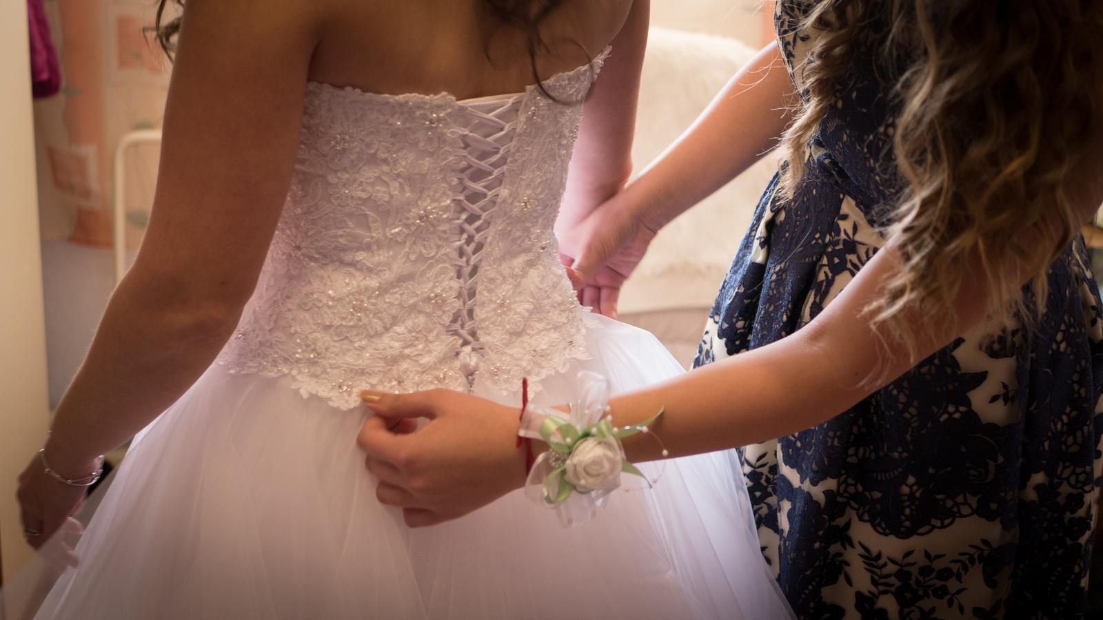 Svadobné šaty s čipkovaným bolerkom - Obrázok č. 1
