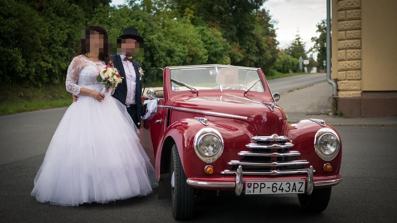 Svadobné šaty s čipkovaným bolerkom - Obrázok č. 3