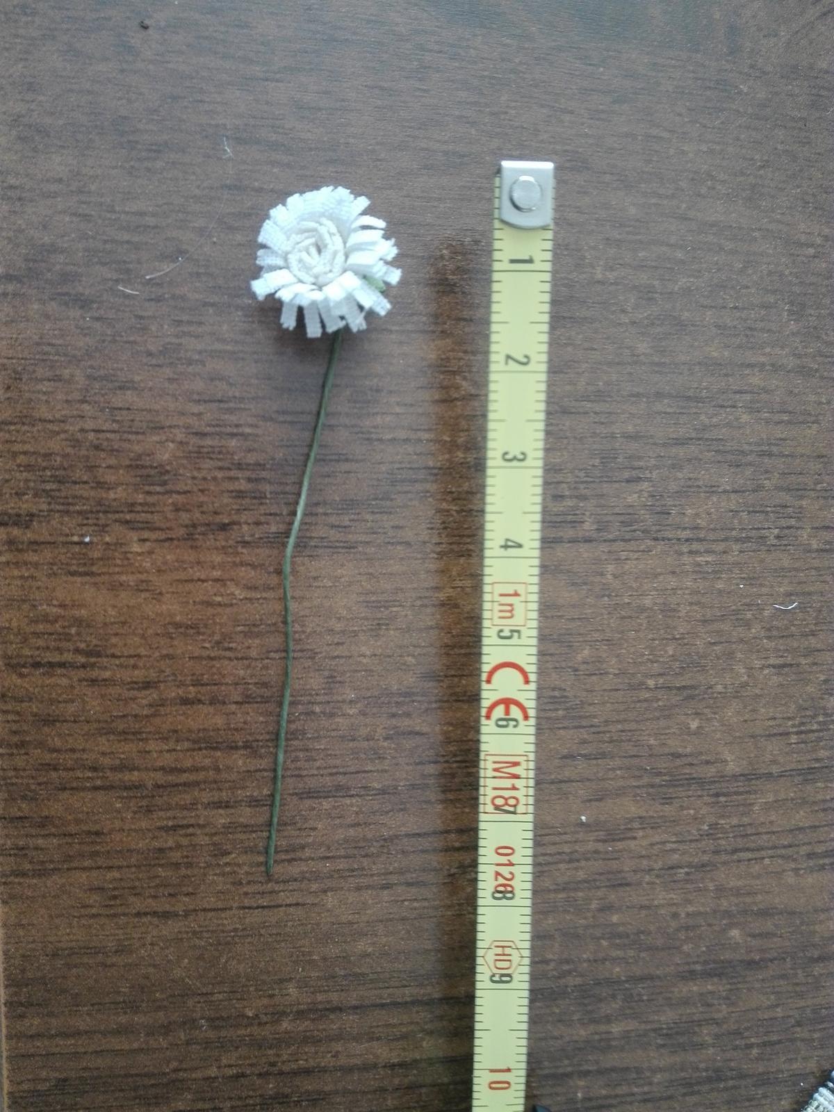 Kvety na drôtiku vhodné na výzdobu - Obrázok č. 4