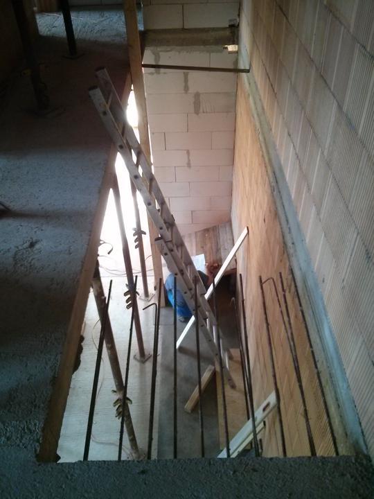 """Staviame """"pasívny"""" dom """"svojpomocne"""" - 23/08/13 zaciname pracovat na schodoch"""
