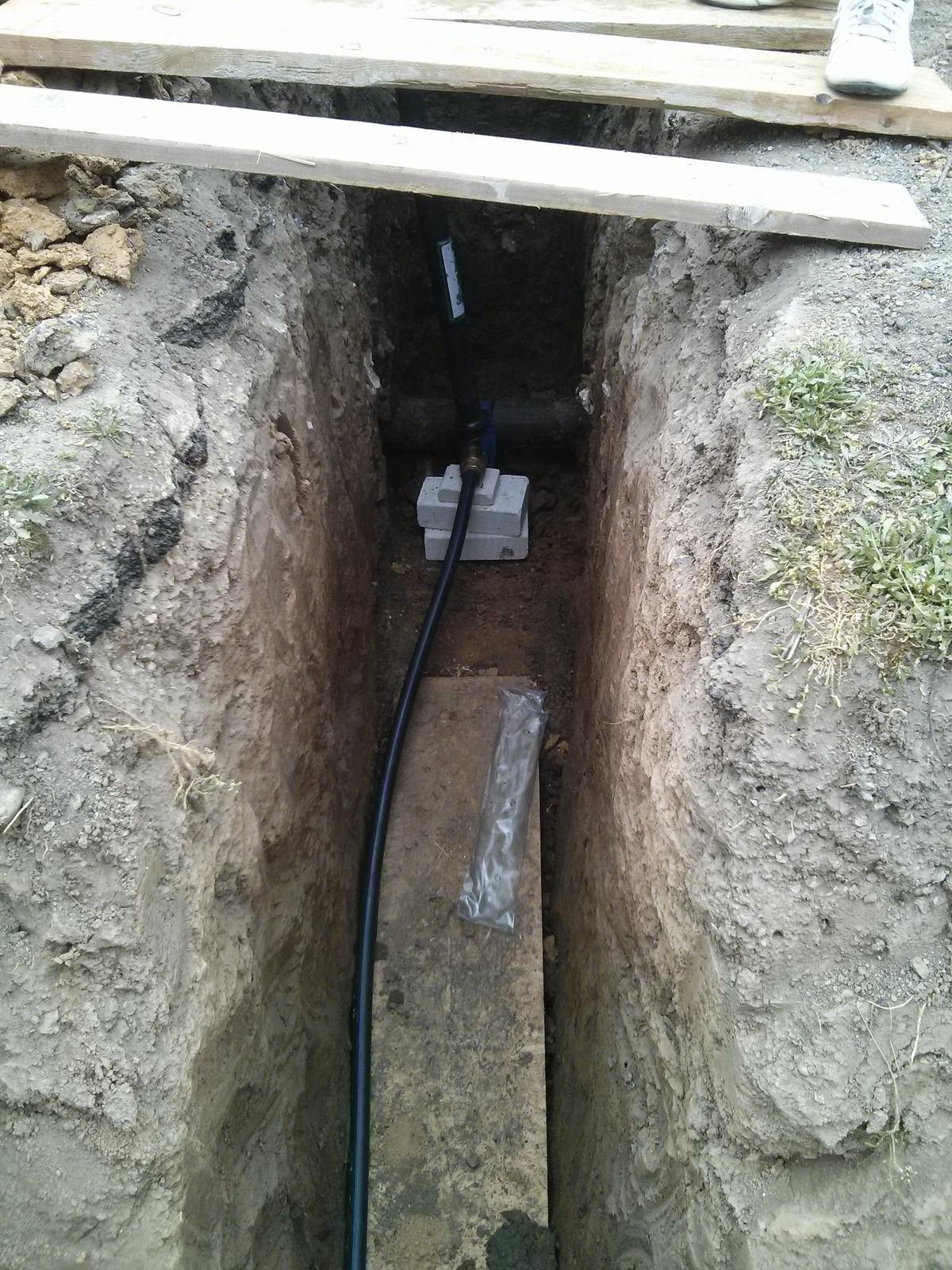 """Staviame """"pasívny"""" dom """"svojpomocne"""" - 04/04/2014 - od dnes mame vodu"""