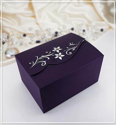 cernygoldpress - Svatební krabička na výslužku, která se dokonale hodí do setu k svatebnímu oznámení G910A. Je možné ji pořídit i v hnědé barvě.