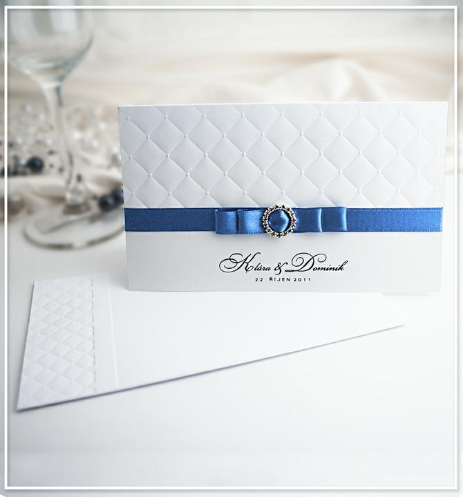 cernygoldpress - Bílé svatební oznámení s modrou atlasovou stuhou G975A.