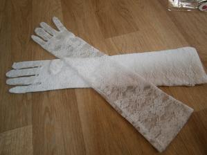 svatební rukavičky, ale uvidíme jestli budou sedět k šatům