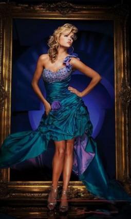 Nové šaty na půjčení - Obrázek č. 2