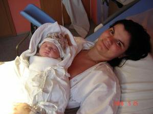 Taaak a uz som u maminky v naruci :-))volam sa Benjaminko narodil som sa 25.5.2006 o 15,40 hod. a moje miery 50 cm a 3380 g som to ja ale chlap :-)