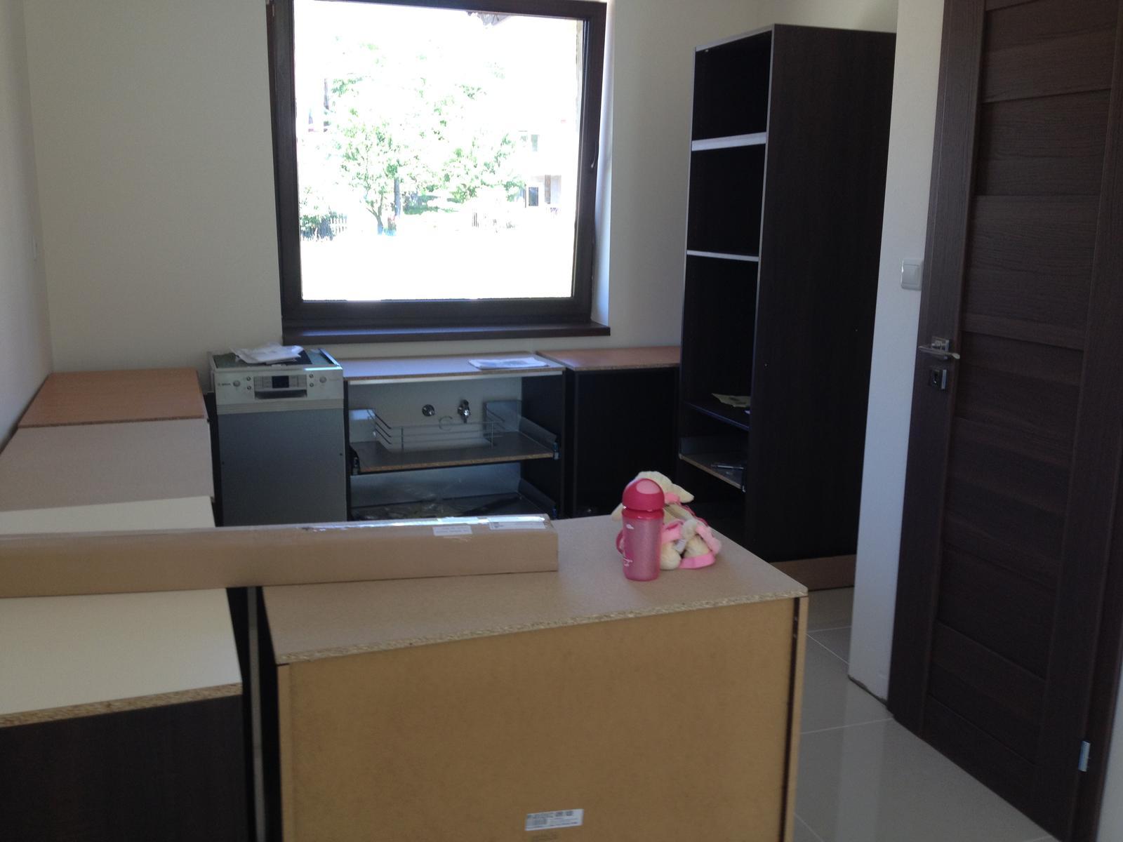 Bungalov 961 nas vysnivany domov :) - kuchyňa už sme saa troška snažili aspoň usporiadat tie skrinky