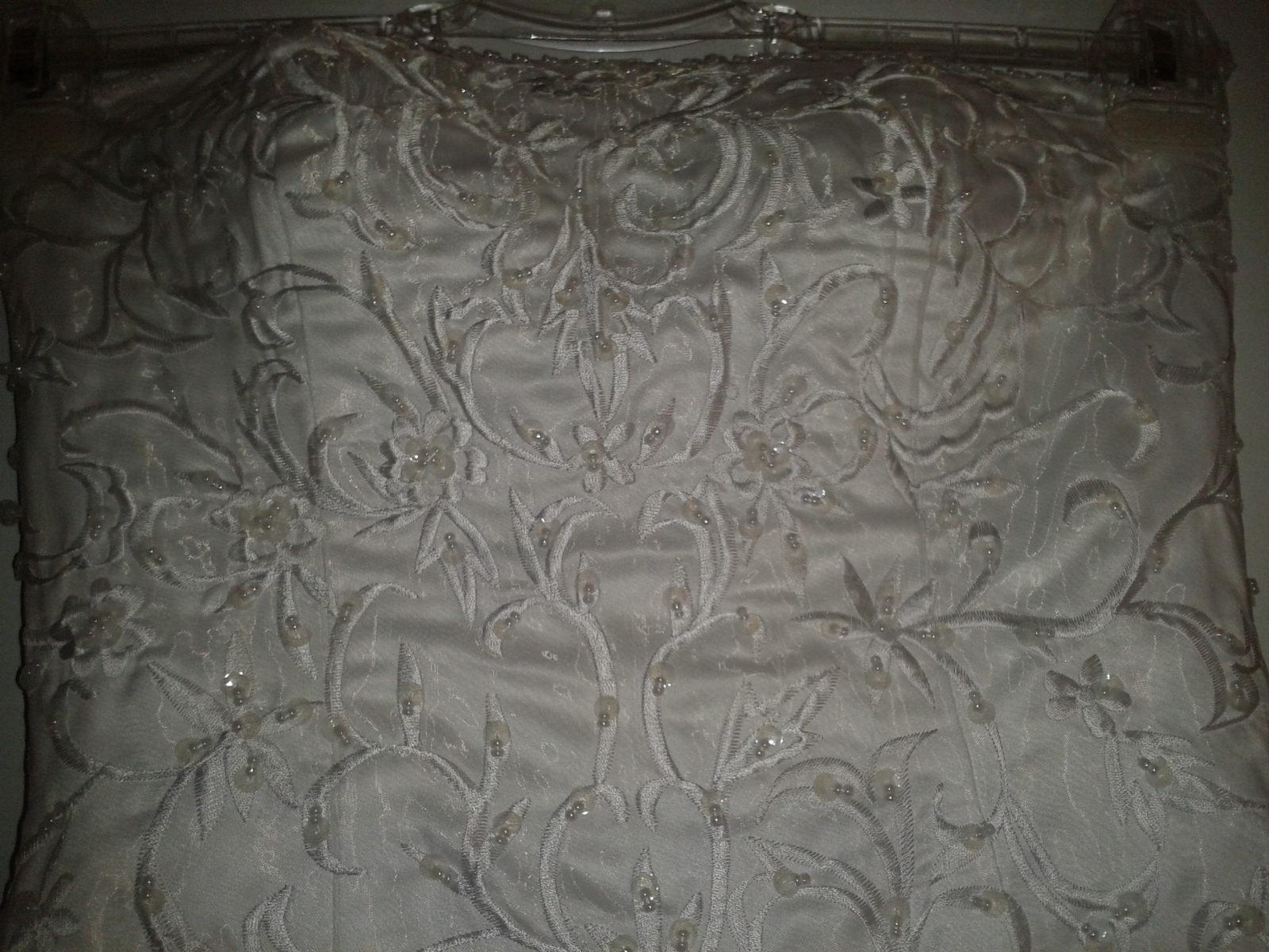 svatební šaty s fialovou mašlí - Obrázek č. 2