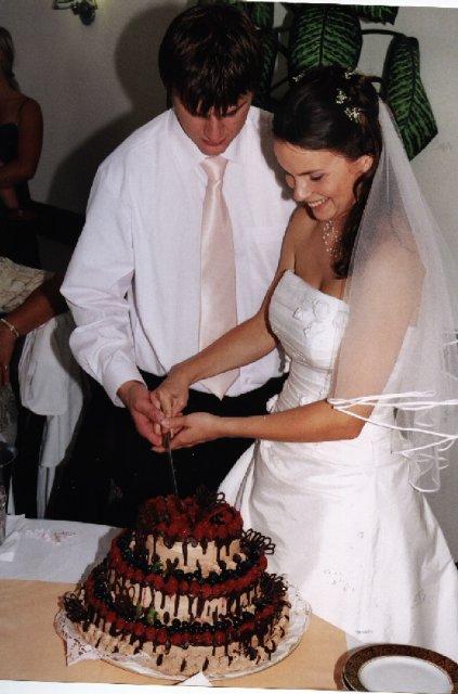 marta{{_AND_}}Miloš - krájení dortu