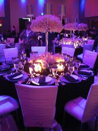 Wedding planning :-) - urcite okrule stoly a v strede vysoka vaza so zivymi kvetmi, aby hostia na seba videli a nemuseli sa naklanat :-)