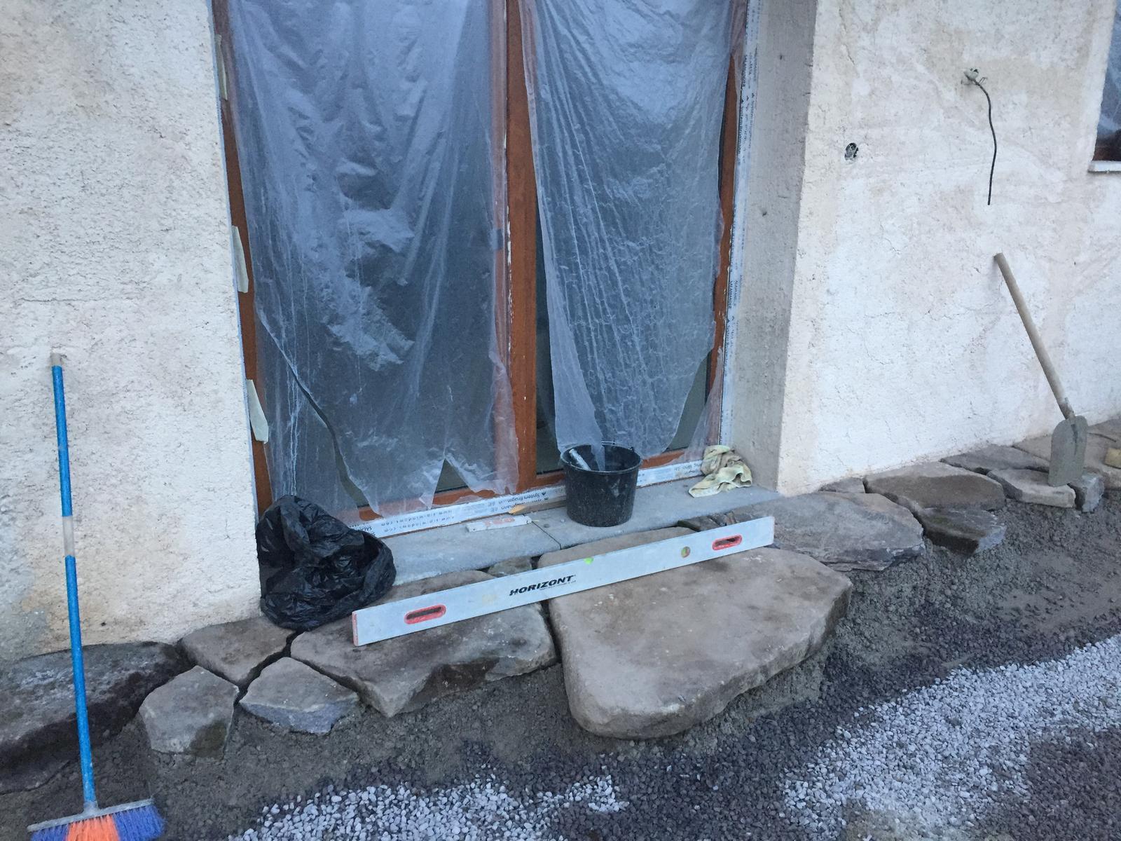 HACIENDA NAPOLI SEBECHLEBY - Tento mini kamen je ceresnicka na torte.davali sme ju tam unc strojom.nas odhad vahy do 200kg