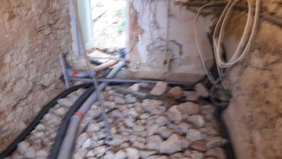 kotolna-nove privody vodovody, voda zo studne,elektrika, odpady