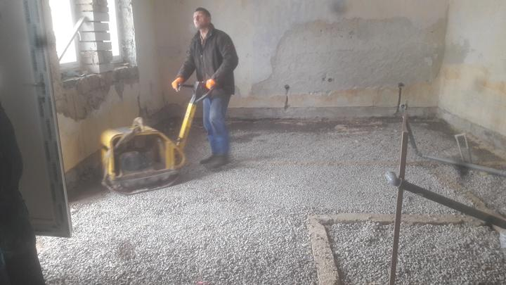 Po vsetkych obvodoch isli drenazne rury vyvedene do starych kominov