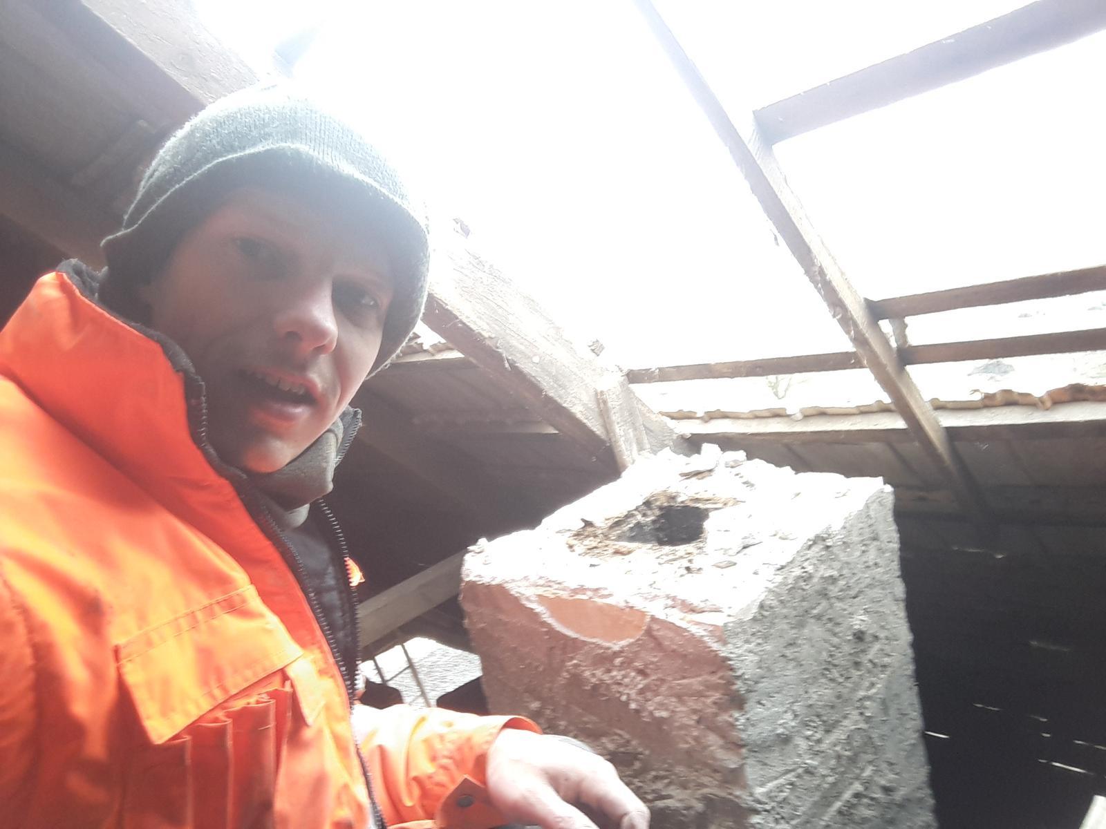 HACIENDA NAPOLI SEBECHLEBY - stare kominy som rozobral a tehlu odlozil