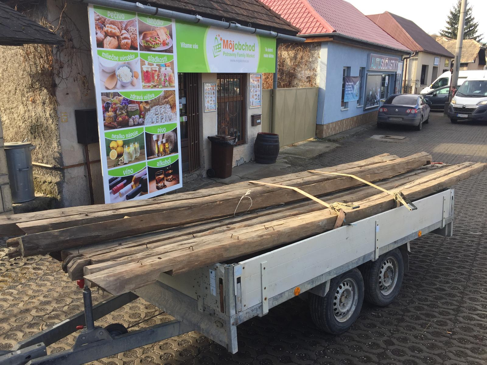 HACIENDA NAPOLI SEBECHLEBY - Stare drevo zo strechy som zaviezol ku kamosovi.budu nove postele pre ubytovanych